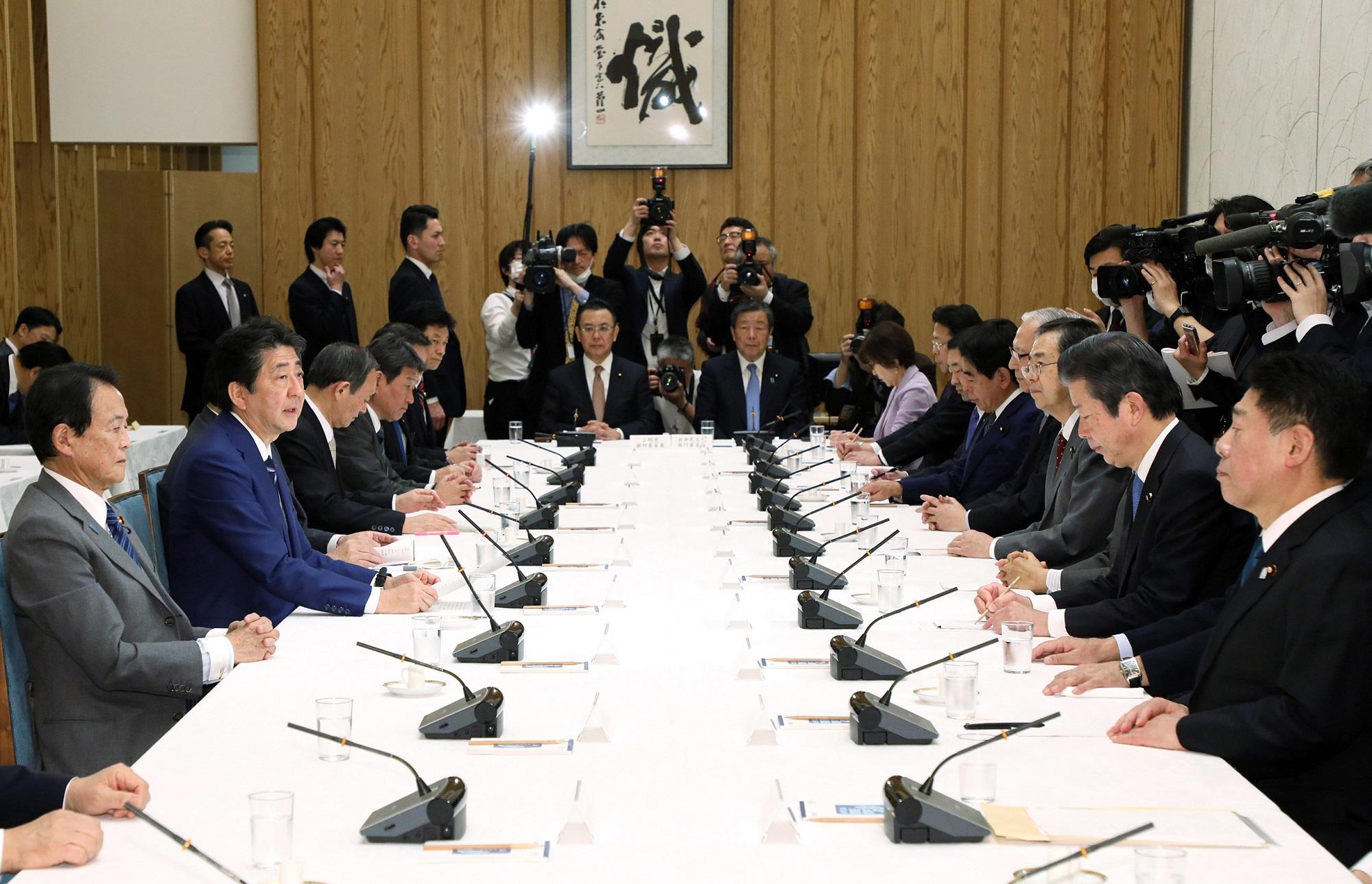 令和2年3月10日 政府与党連絡会議 | 令和2年 | 総理の一日 | ニュース ...